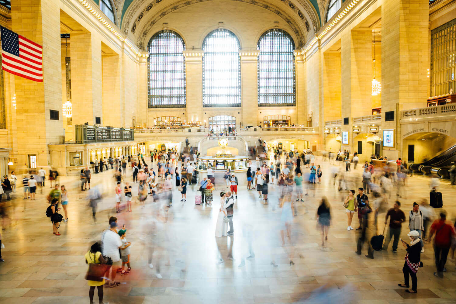 Wedding photos at Grand Central Terminal in New York City. Hochzeitsfotos am Grand Central Bahnhof in New York City